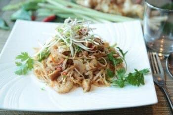 pad thai, noodles, thai