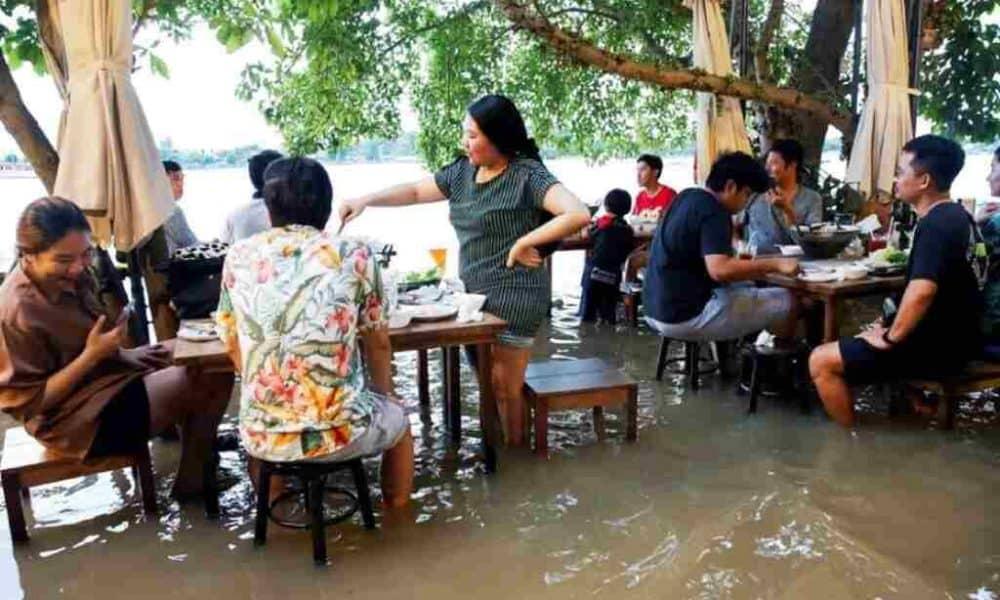 Thai Restaurant Goes Viral on YouTube Over Flood Dining